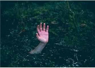 İnsan neden su olmadığı halde suda boğulur, neden yüreği sıkışıp durur?