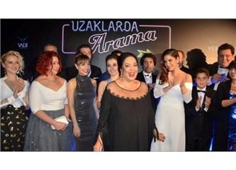 """Türkan Şoray'ın """"Uzaklarda Arama"""" filmi görkemli gala ile vizyona girdi!"""