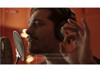 """Çağatay Ulusoy Delibal için söylediği """"Mutlu Sonsuz"""" ile müzik piyasasını salladı!"""
