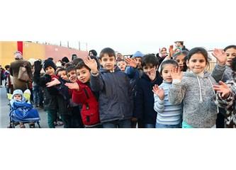 İki Suriyeli çocuk Türkçe öğreniyor...