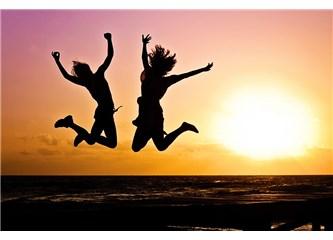 """Mutluluk bir seçimdir: """"Mutlu olmak için bırakmanız gereken 5 alışkanlık"""""""