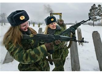 Kızlar da gider askere!