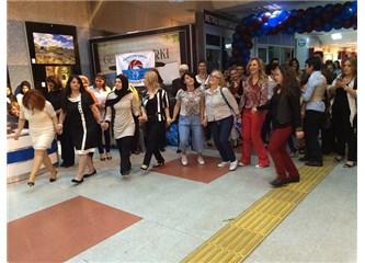 Ankara Kızılay Metro İstasyonu'nda Horon teptiler