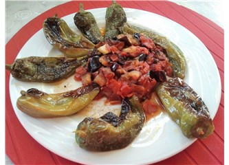 Domates soslu patlıcan ve biber kızartması