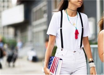 Bir beyaz tişörtle her ortama uygun kombin yapmak mümkün!