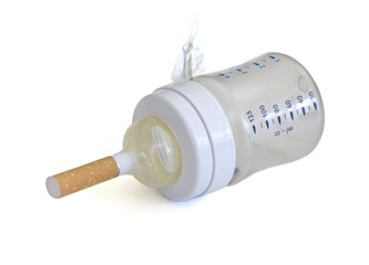 Bebek emzirirken sigara içmek