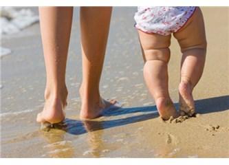 Çocuğum parmak ucunda yürüyor!