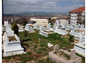 Mezarlıklar göz önünde olmasın, ölmeden önce ölümü düşünmek istemiyoruz