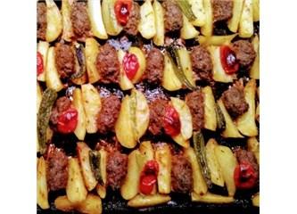 Harika Fırında Patatesli Köfte tarifi