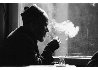 Dertli Bir Baba Ve Sigarasının Dumanı