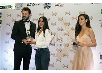 """Melis Tüzüngüç' """"En iyi Çıkış Yapan Kadın Oyuncu"""" Ödülünü Aldı"""
