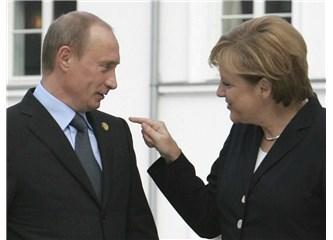 """Alman Uzlaşması """"Büyük Koalisyon"""" ve """"Angela Merkel"""""""