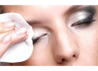 En İyi Göz Makyajı Temizleyicisi Nasıl Seçilir?
