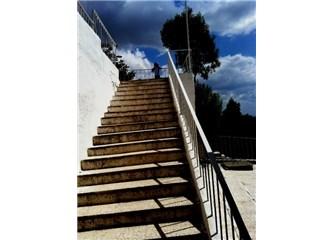 Hayat, Bir Merdivende Yürümek Gibiydi