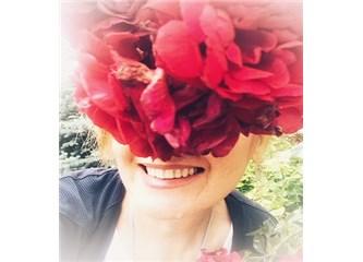 Frida'nın Saçındaki Güllerin Sırrı