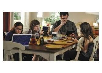 Çocuklar ve Yetişkinler İnterneti Abartıyor mu?
