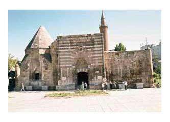 Kırşehir'de  7. Aşık Paşa Uluslararası Şiir Şöleni ( 1 )
