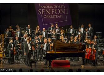Antalya Devlet Senfoni Orkestrası Çaykovski Akşamında İsmet İnönü'yü Andı.